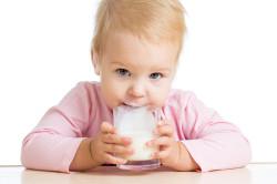Замена грудного молока на смесь - причина детских запоров