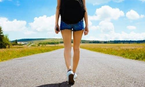 При хроническом тромбофлебите боли появляются после долгой ходьбы