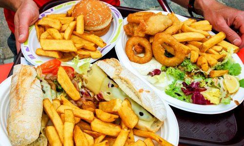 Запрещены к употреблению соленые, острые, жареные, жирные блюда. Также не рекомендуется употреблять соусы и маринады, содержащие уксус