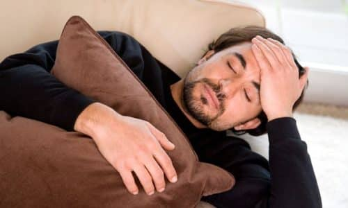 Признаки общей интоксикации: подъем температуры, слабость, ломота в мышцах, сонливость