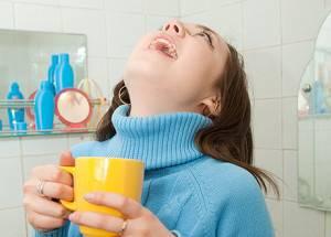 Полоскание горла при бактериальном фарингите