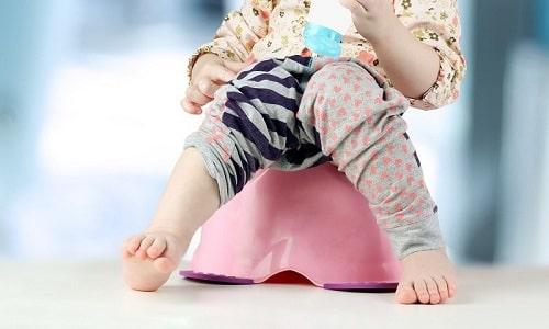 Моча светло-зеленого цвета у ребенка является следствием длительного применения антибактериальных средств